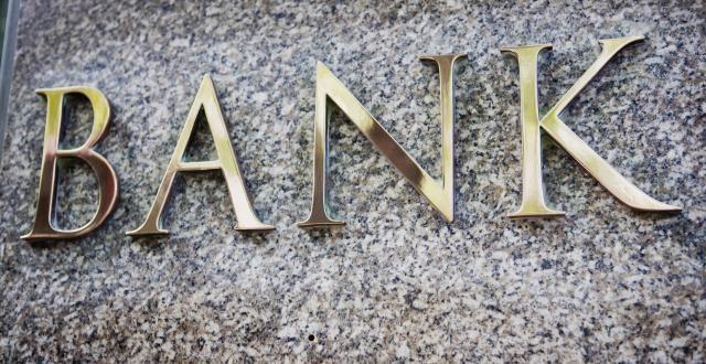 Ukupna neto dobit hrvatskih banaka u 2020. više nego prepolovljena