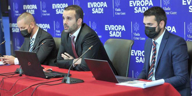 Spajić: Ukinućemo doprinose na zdravstvo, neoporezivi dio 700, minimalac 450, a prosječna zarada 700 eura
